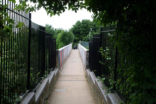 Finsbury Park:  Footbridge over Great Northern line