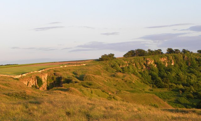Cleave Dyke Quarry and Scar