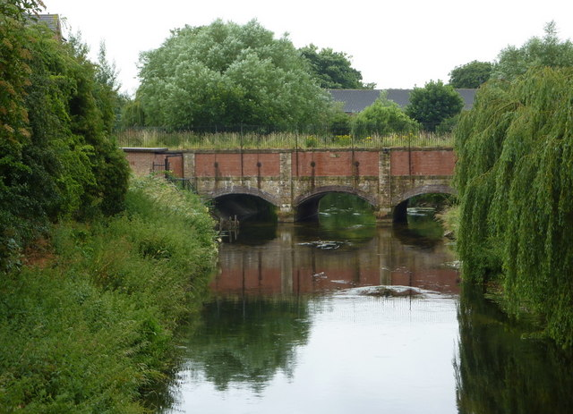 River Idle and the canal aqueduct