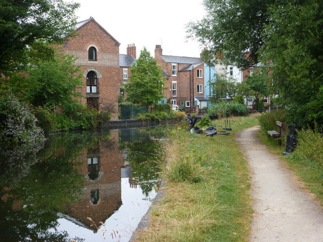 Canal and houses seen from the towpath
