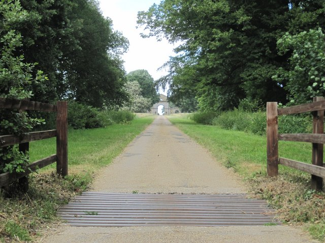 Holkham Park: the Drive to the Triumphal Arch