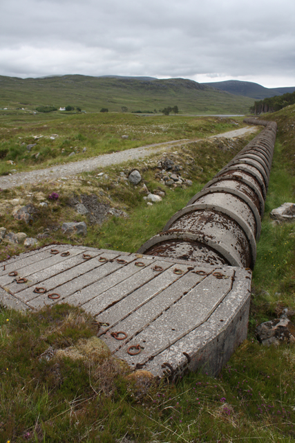 Pipeline and track near Loch Droma