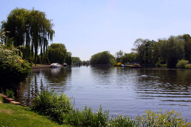 The River Thames at Benson