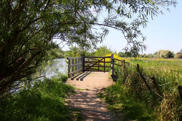 The Thames Path crosses a stream