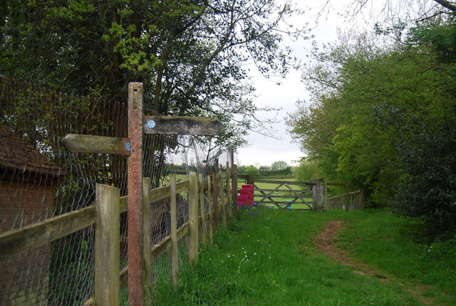 Sussex Ouse Valley Way signpost, Bacon Farm