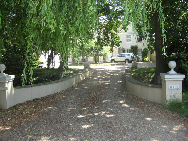 Entrance driveway to Dovecote House