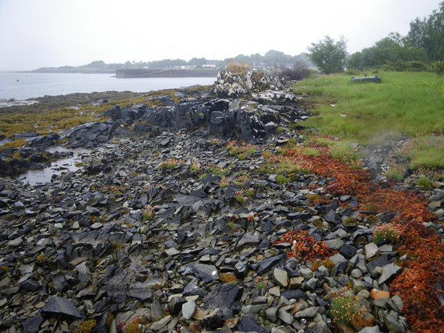Rocky foreshore somewhat south of Craignure ferry terminal