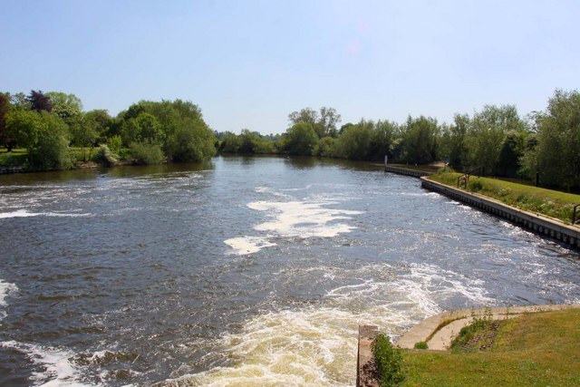 The Thames downstream from Benson Lock