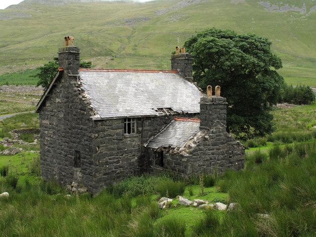 Deserted Farmhouse: Amnodd-bwll