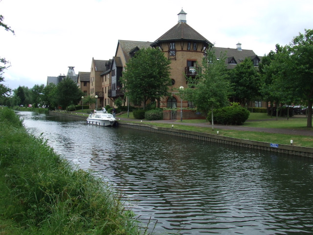 Riverside housing by the Stort Navigation
