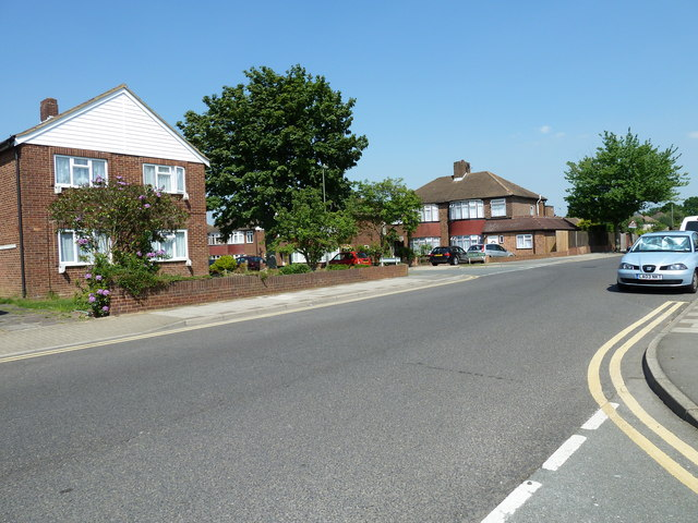 Approaching the junction of  Shepperton Road and Ryecroft Road