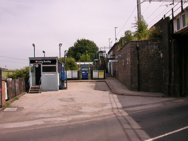 Long Buckby Station