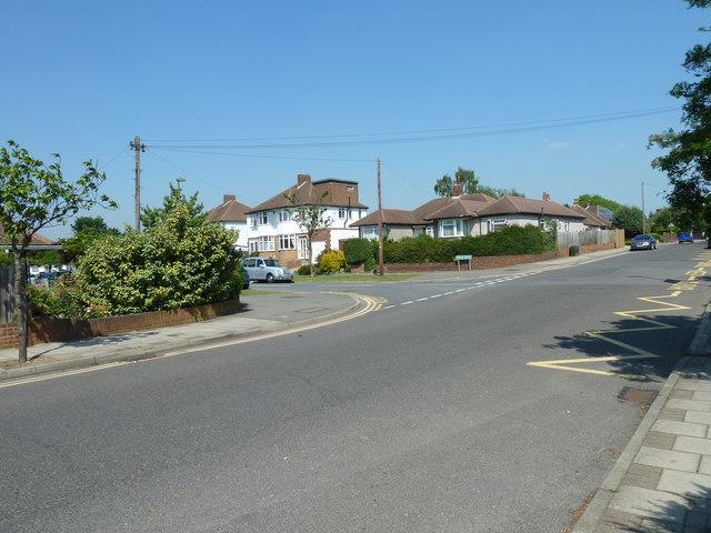 Approaching the junction of  Shepperton Road and Jersey Drive