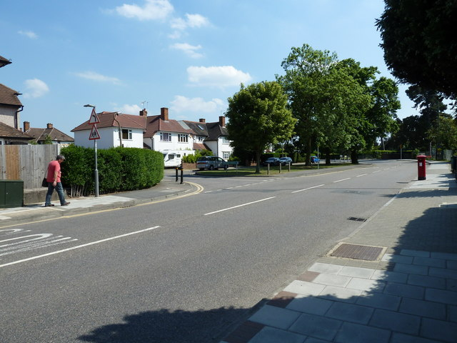 Approaching the junction of   Bushey Avenue and Towncourt Lane