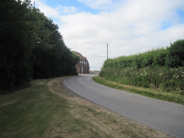 Road past Calcethorpe Manor Farm
