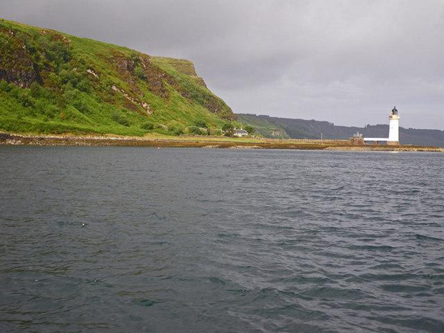 Shoreline south of the Rubha nan Gall light