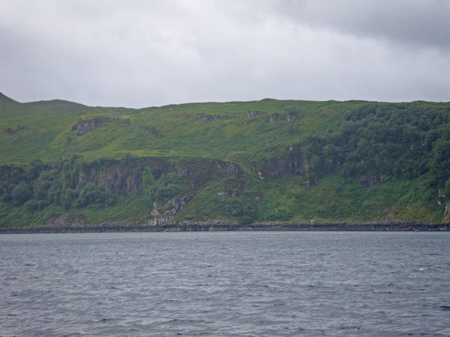 Cliffs just east of Bloody Bay