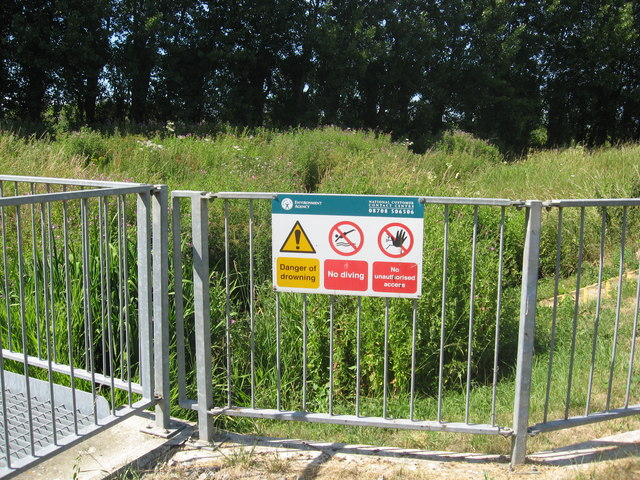 Warning signs above a stream flow measuring cell