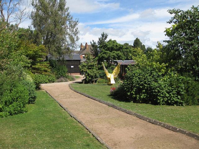 Gardens, International Birds of Prey Centre