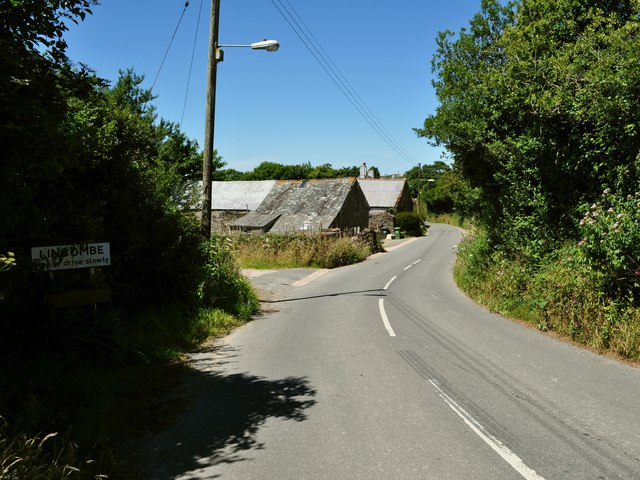 Entering the Hamlet of Lincombe