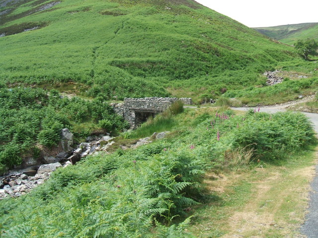 Bridge over the beck near the confluence with the River Caldew