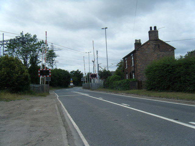 Level crossing, Radway Green