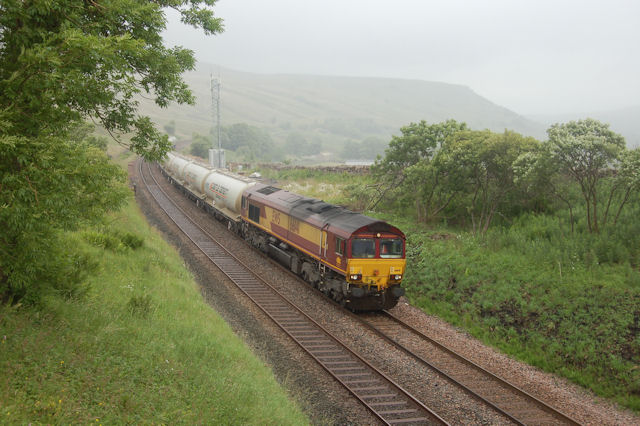 Southbound train approaches B6289 bridge