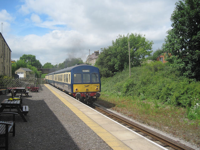 Train leaving Leyburn station