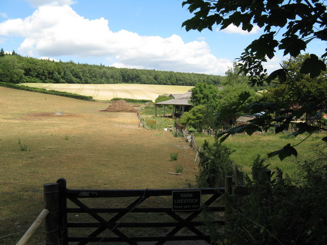 Gate on footpath approach to Pond Barn