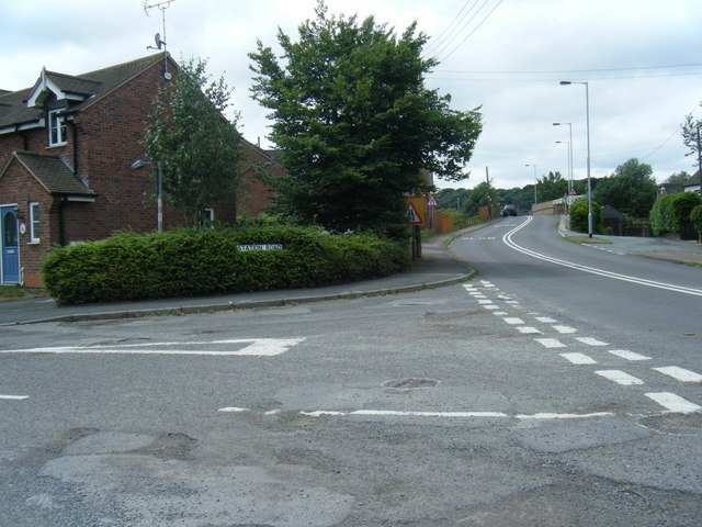 A525/Station Road junction