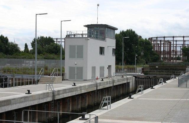 Three Mills Lock (west side)