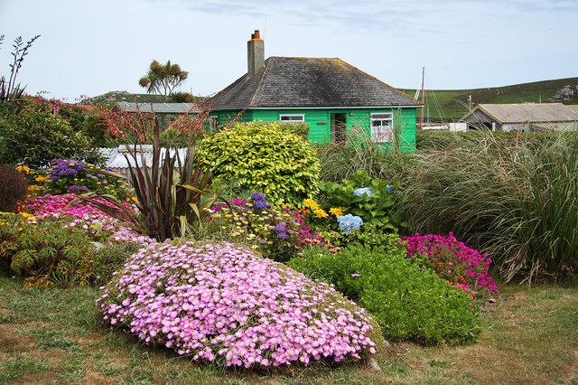 Cottage garden Richard Croft cc by sa20 Geograph