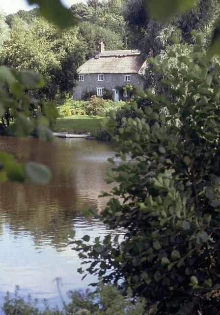 Cottage, New Lake