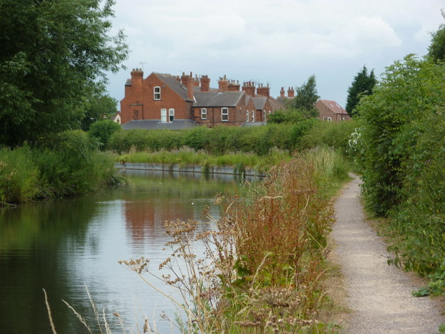 By the canal into Retford from the northeast