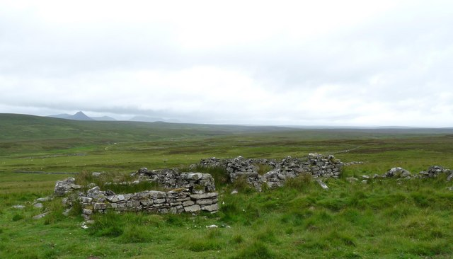 Ruined farmstead below Cnoc Fuarain