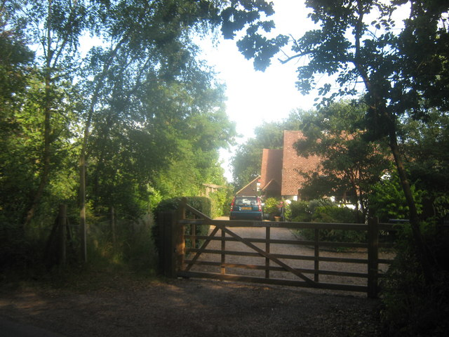 Footpath near Broadacres