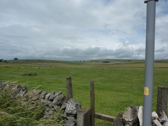 Footpath heading north across Tideswell Moor