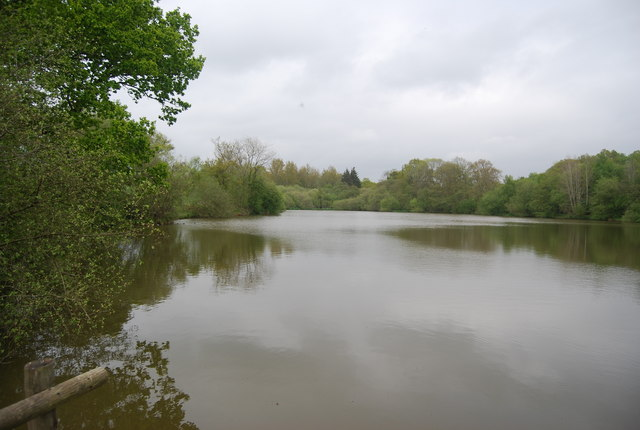 Lake by the path to Horsted Keynes
