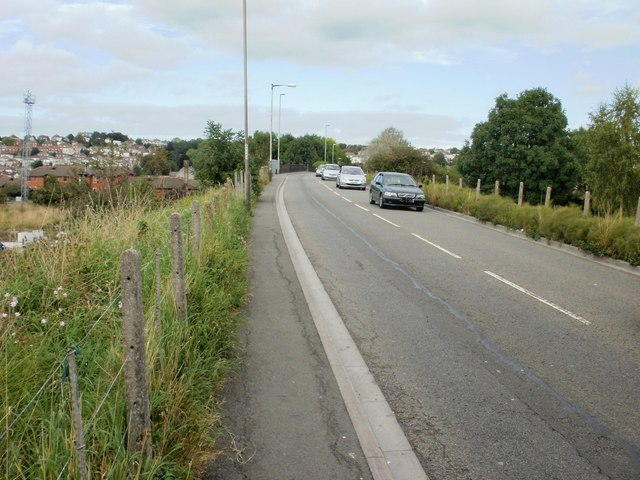 Newport : Somerton Road climbs towards railway bridge