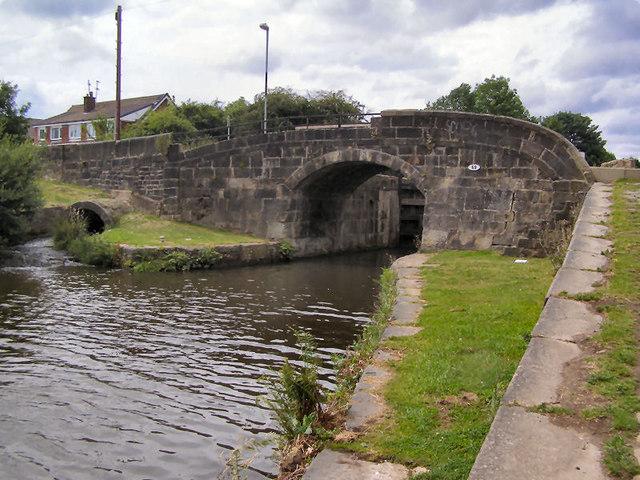 Rochdale Canal Bridge 69, Boarshaw Lane