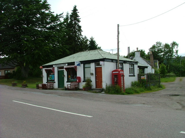 tomnavoulin store and post office  u00a9 dave fergusson cc