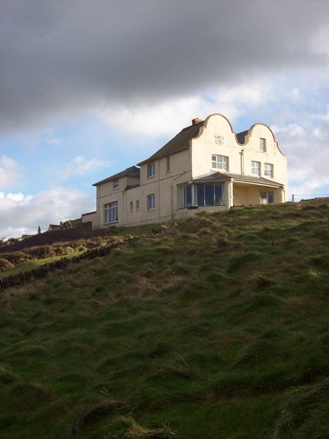 House overlooking Pentireglaze Haven (2)