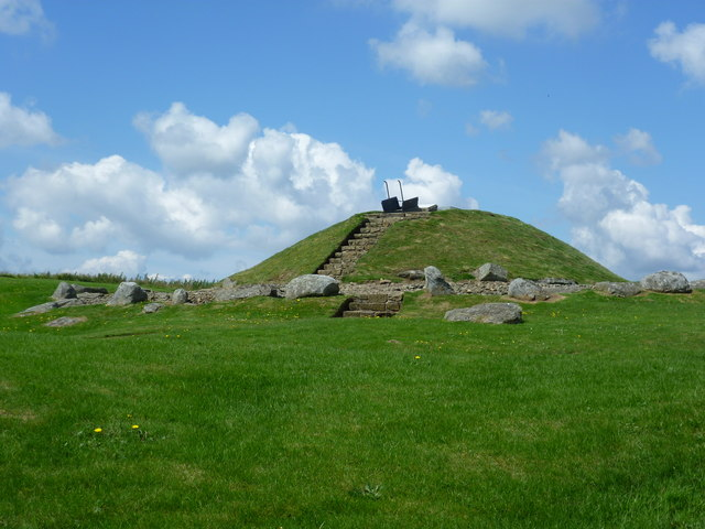 cairnpapple hill burial cairn  bathgate     u00a9 kim traynor    geograph britain and ireland