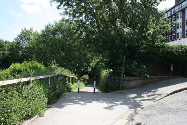 Path leading into Park near Headingley
