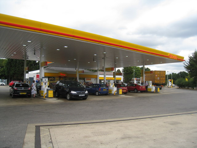 Shell garage noke roundabout logomachy cc by sa 2 0 geograph britain and ireland - Find nearest shell garage ...