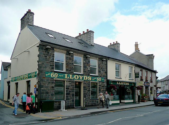 Lloyd's fish and chip shop in Lampeter © Roger Kidd :: Geograph Britain and Ireland