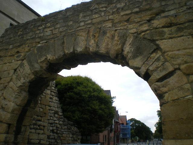 Roman Gate the Newport Arch - Lincoln
