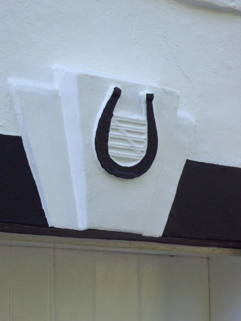 Horseshoe and gate keyblock