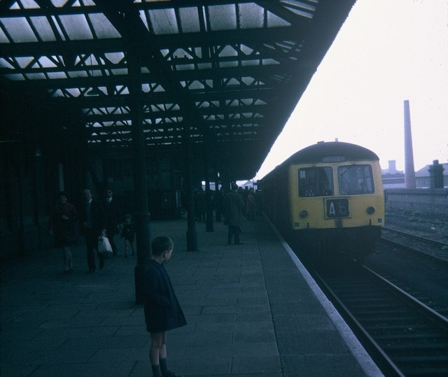 A Train At Leicester Central Station 169 David Hillas