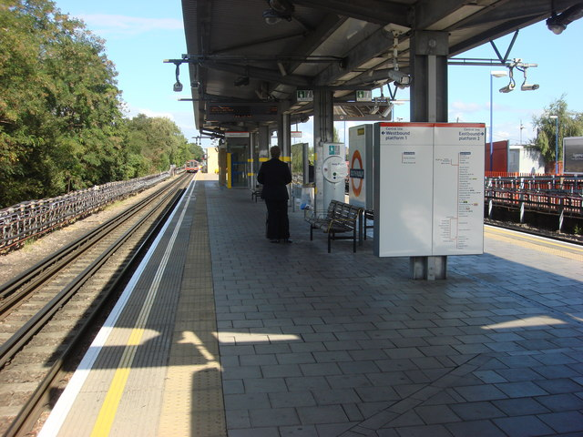 South Ruislip station, platforms